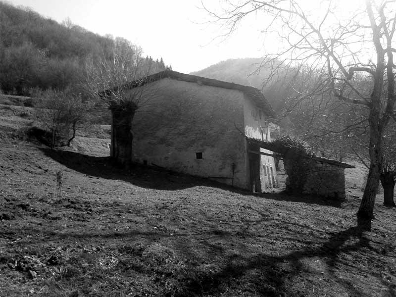 Immagine della villa prima della ristrutturazione
