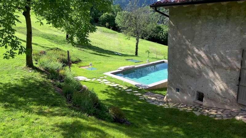 Lake Relais Gargnano - Doccia esterna in prossimità della piscina riscaldata